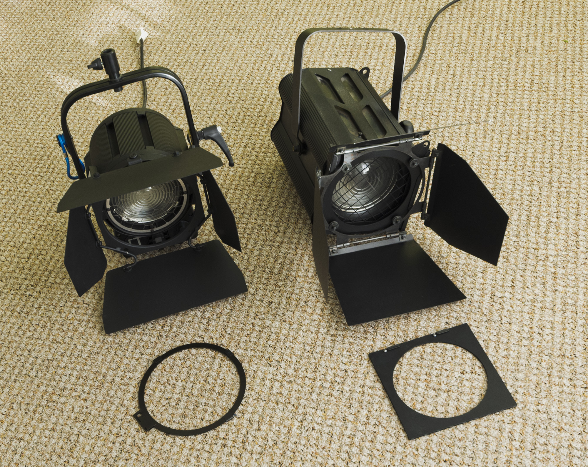ARRI T1 (links), LDR Aria F1000 (rechts)